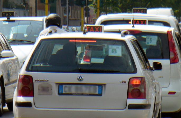 Nuove norme di sicurezza nei taxi.