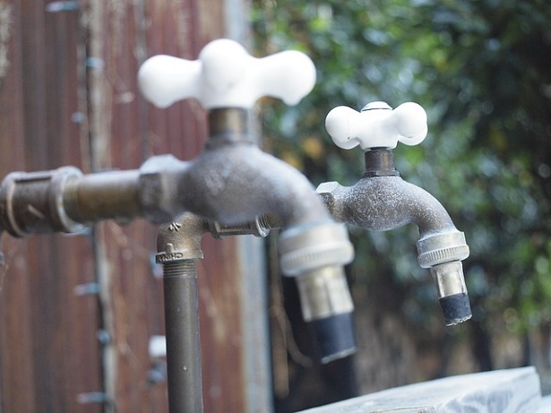 Come installare un rubinetto esterno