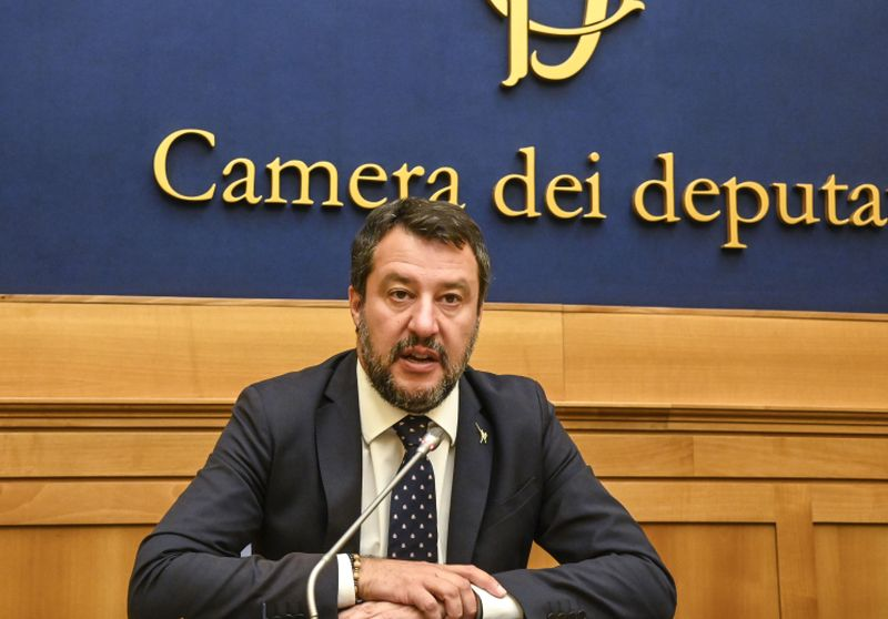 """Governo, Salvini """"Chi cambia idea non responsabile ma complice"""""""