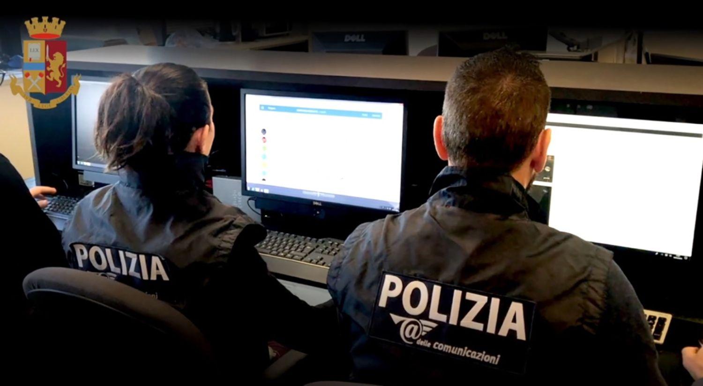Chiede soldi per non pubblicare foto hot 14enne, arrestato nel Bresciano