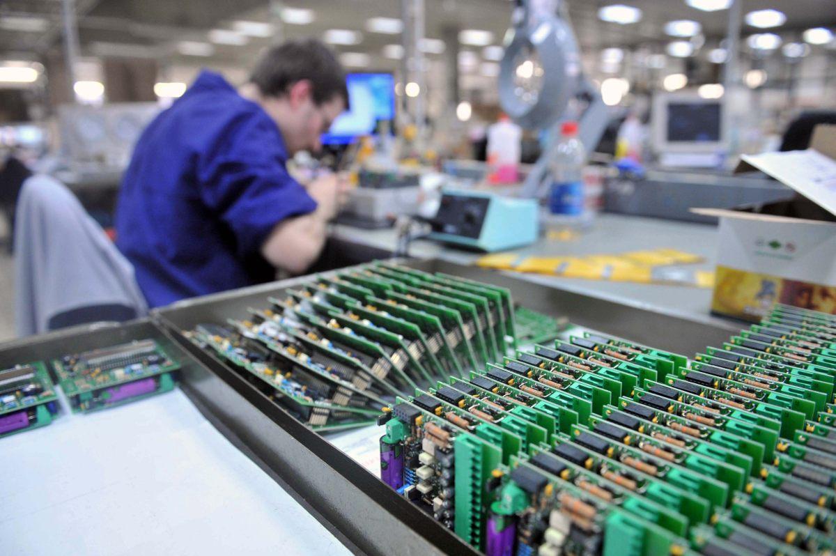A febbraio in lieve aumento la produzione industriale