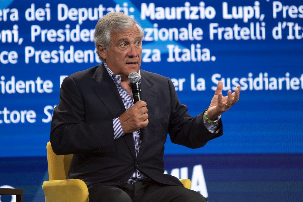 """Tajani """"Entro questa settimana spostare il coprifuoco"""""""