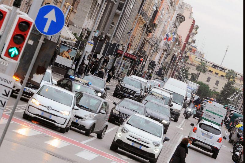 A luglio immatricolazioni auto in calo