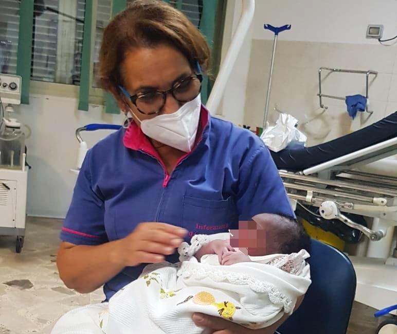 Immigrazione, al Poliambulatorio di Lampedusa nasce bimba ivoriana