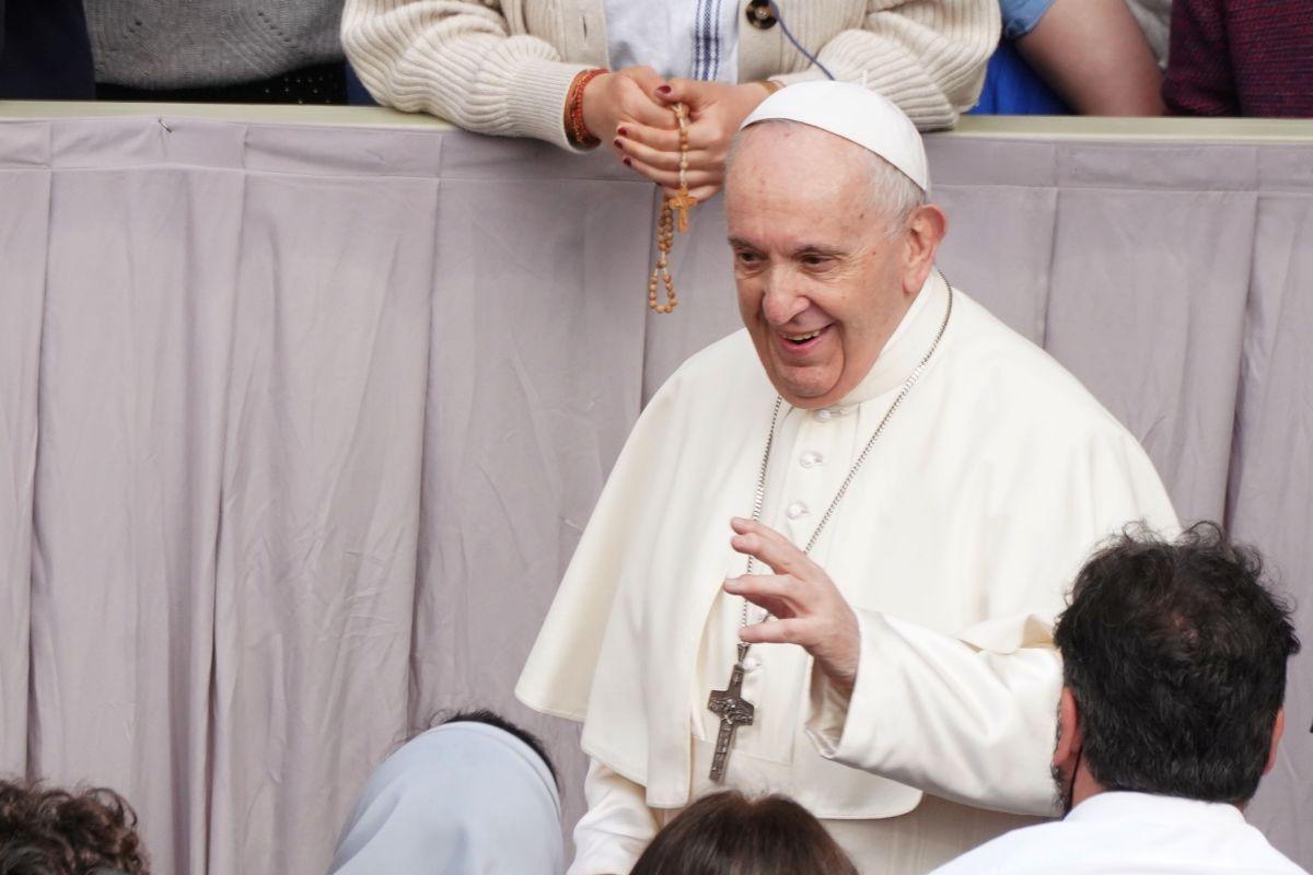 """Papa """"Salario universale e riduzione dell'orario per superare la crisi"""""""