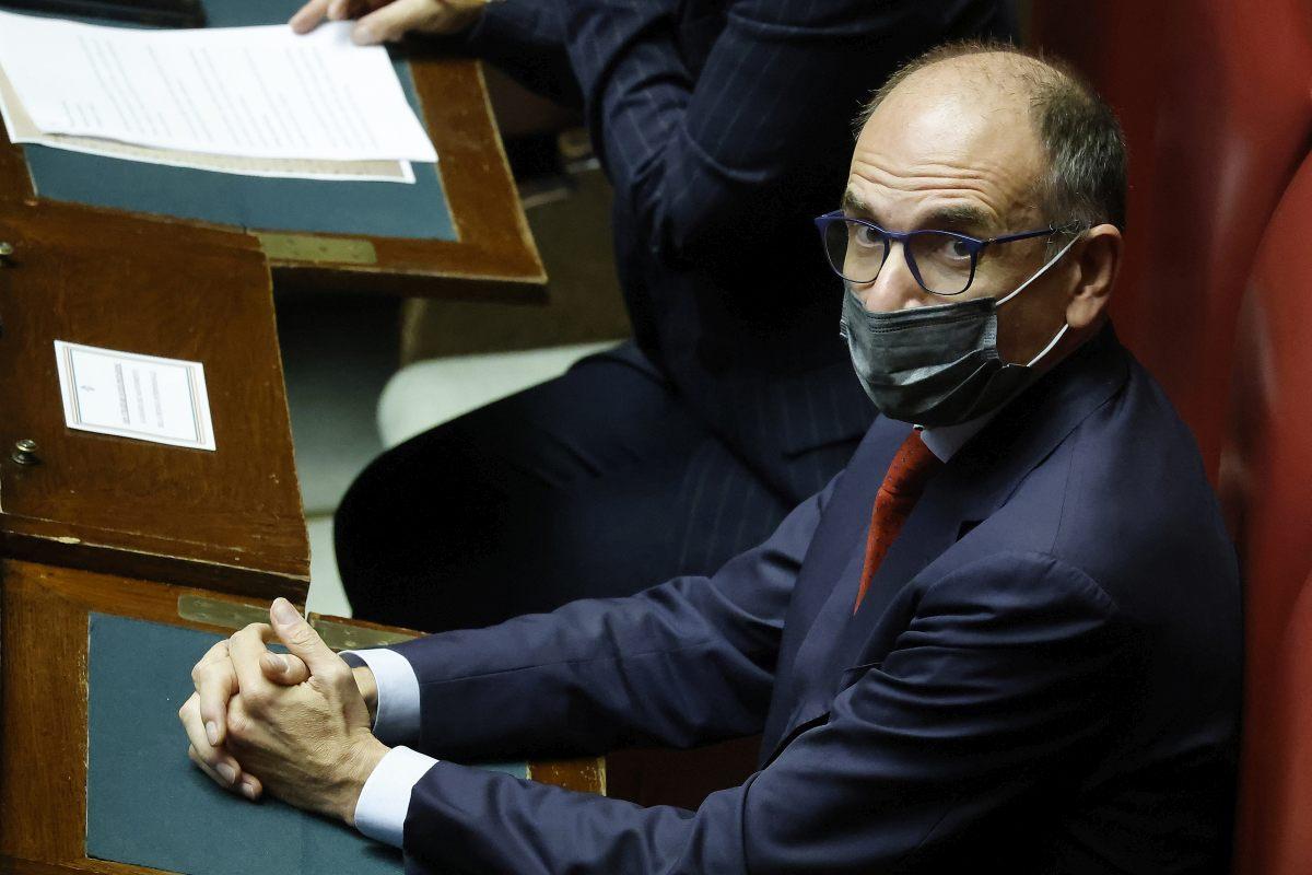 """Governo, Letta """"No alle elezioni anticipate, tenere la barra dritta"""""""